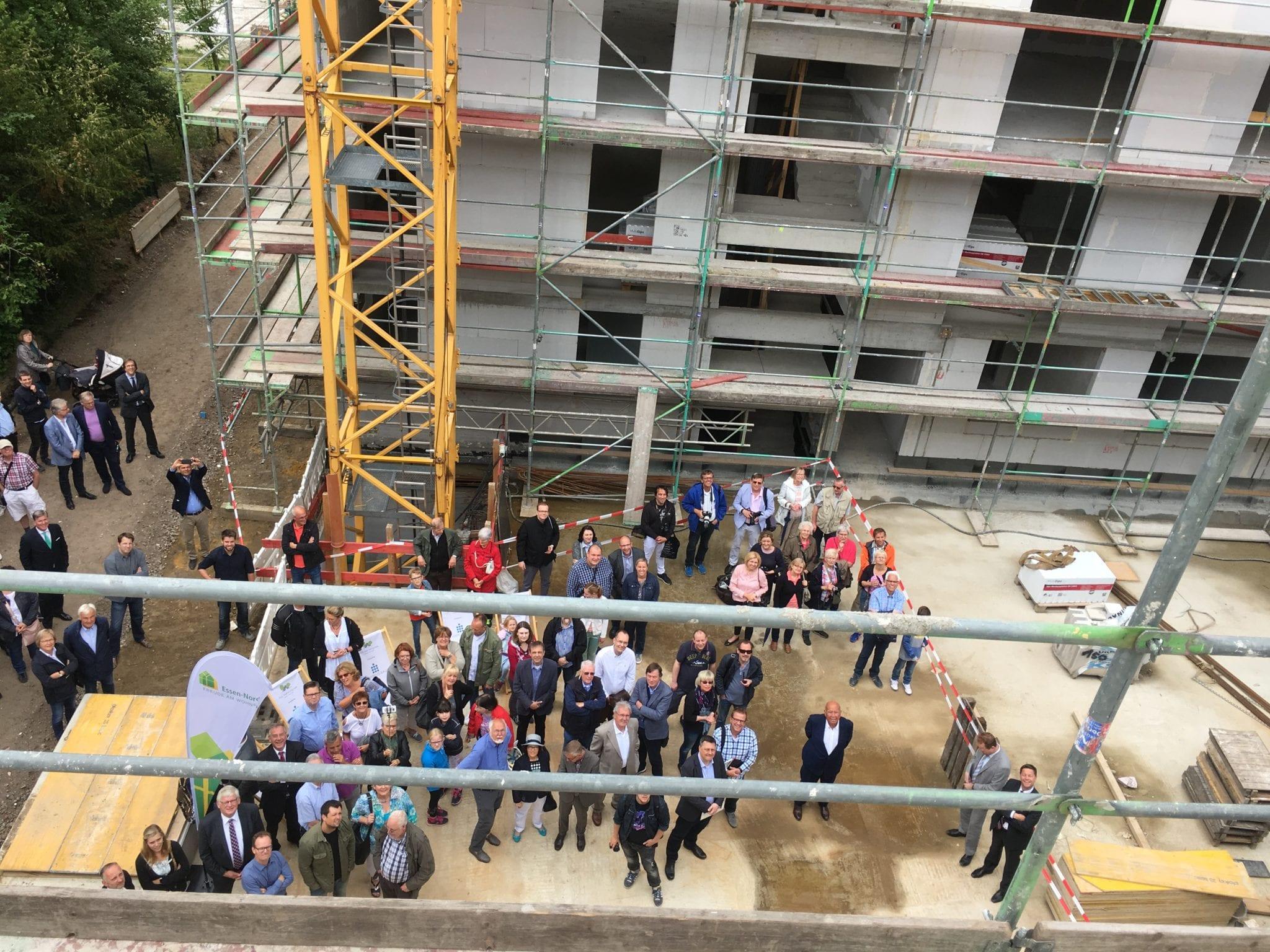 """150 Gäste feiern Richtfest für das Projekt """"Am Heinrichpark"""" in Essen-Überruhr"""